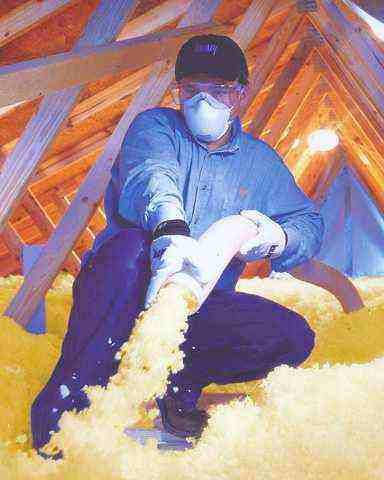 Isolation des combles par laine projetée ou ouate de cellulose